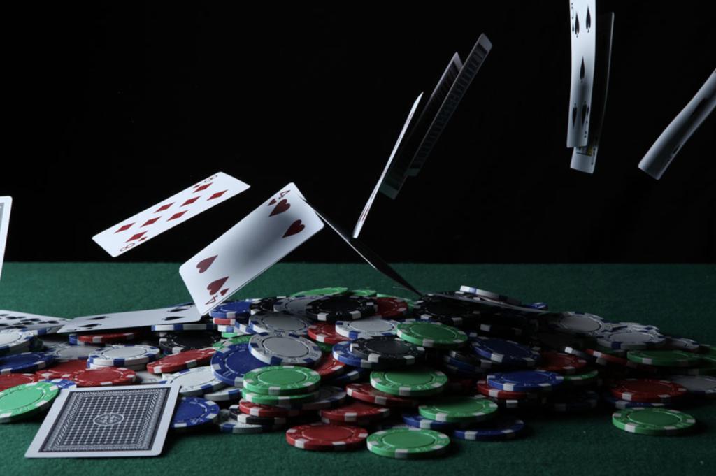 如何玩撲克遊戲-關於德州撲克四大策略教學